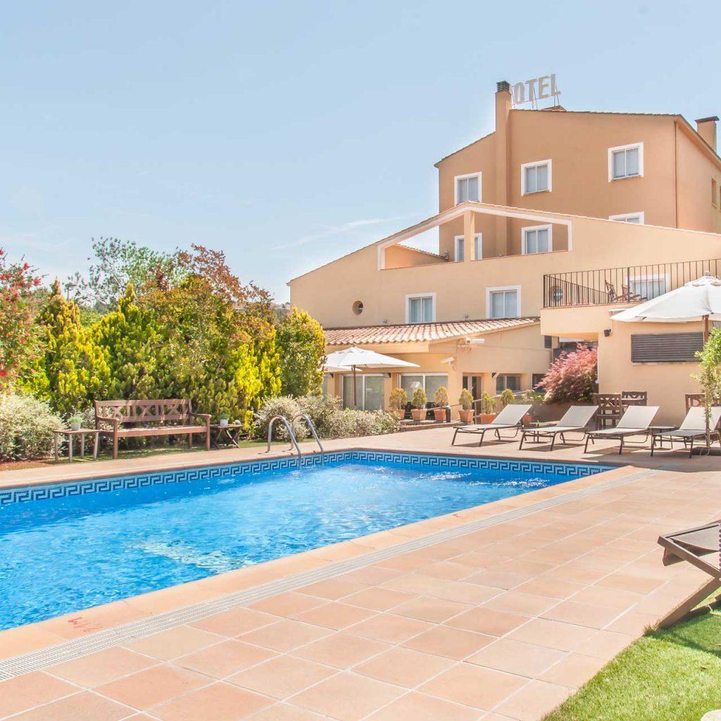 exterior hotel Costabella, amb piscina