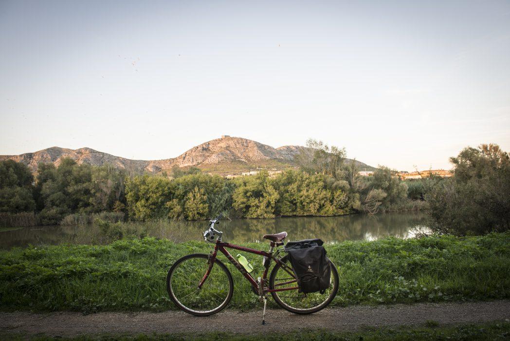 Bicicleta davant del Montgrí