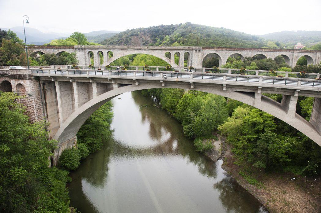 Ciclistes a un pont de França