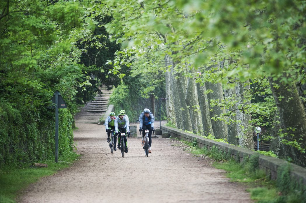 Ciclistes pedalant per Olot, Carrilet I